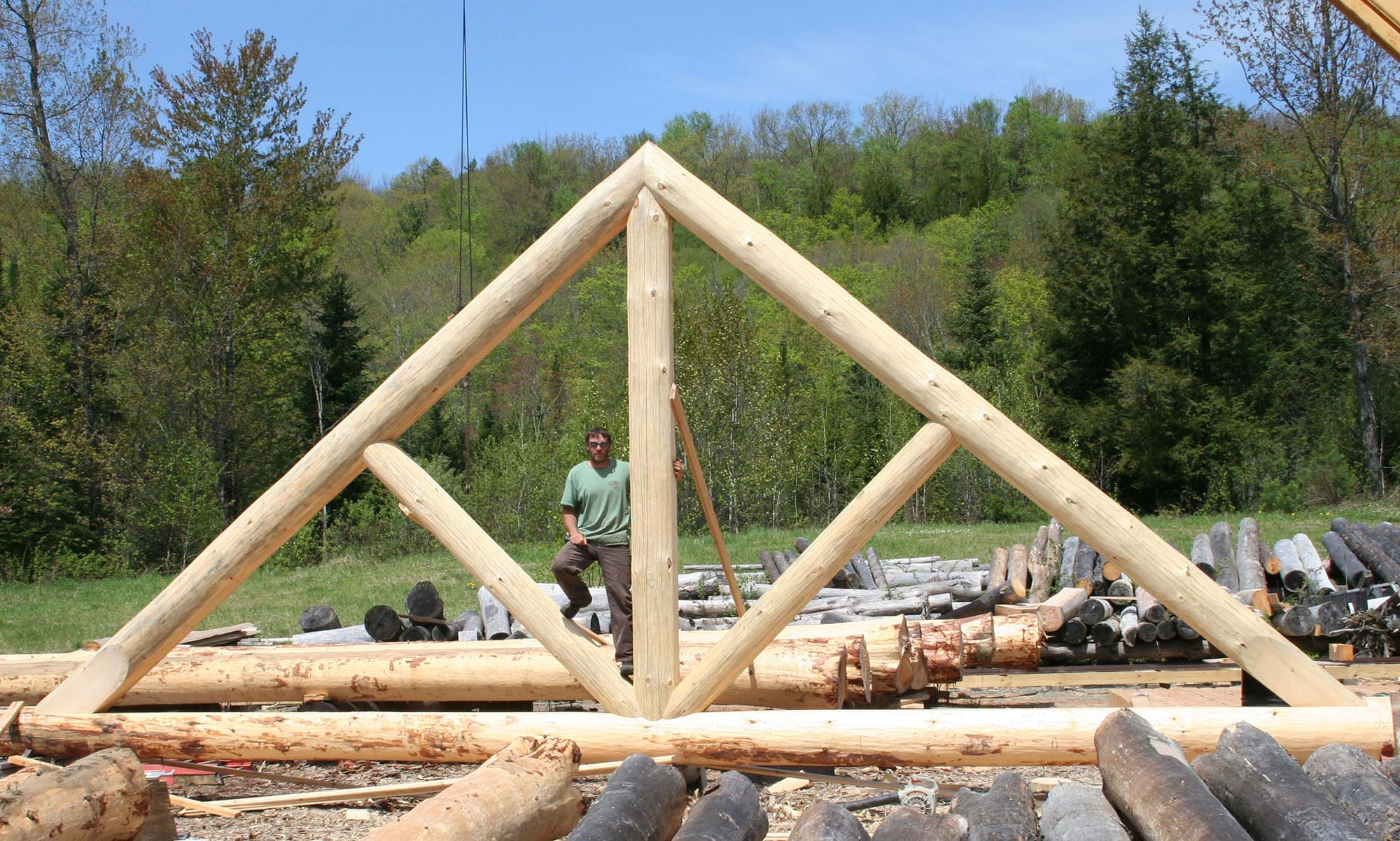 Log cabin builder Scandinavian king truss